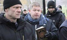 رئيس حزب دنماركى متطرف يسئ للقران الكريم